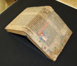 Библия Гутенберга как обложка
