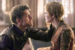 """Сыгравший Джейме в """"Игре престолов"""" актер выдвинул теорию о беременности Серсеи"""